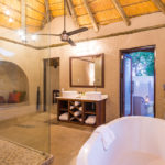 aha Makalali River Lodge Thatched Suite Bathroom