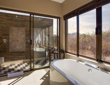 Shepherds Tree Game Lodge Executive Suite Bathroom